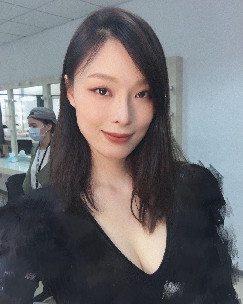 ▲蔬食店店員景孝儒曾當過畫家、模特兒。(圖/景孝儒臉書)