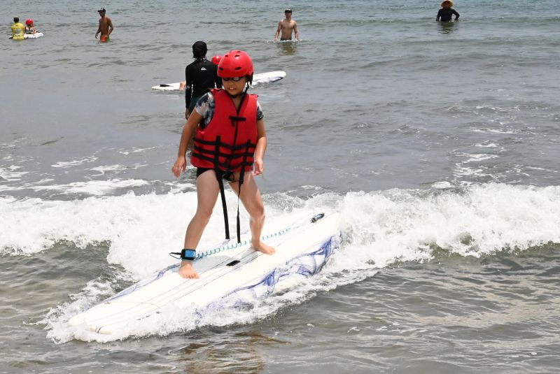讓學生從小學衝浪!新北<b>中角灣</b>成立全台首創「衝浪學苑」