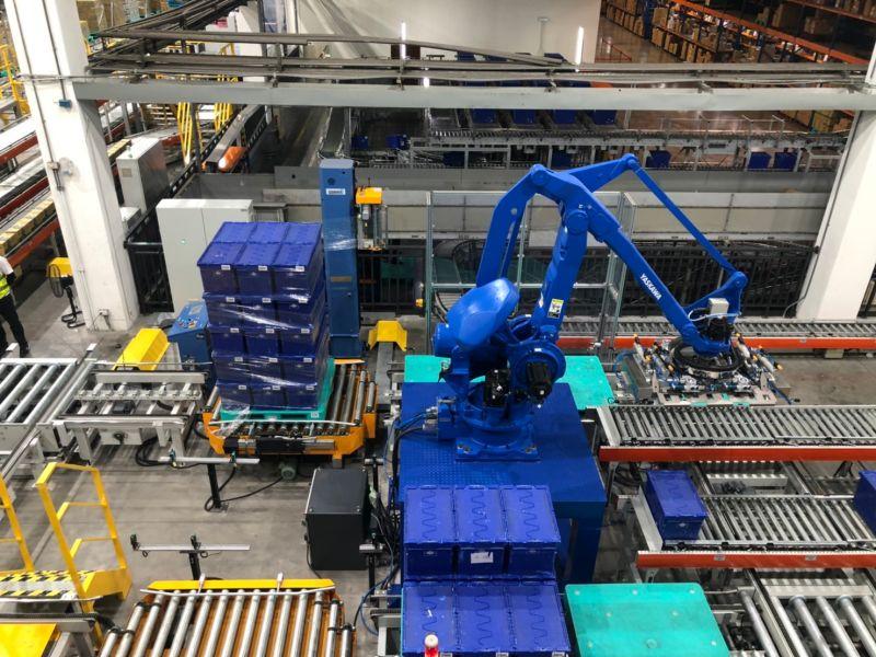 ▲全聯斥資9.8億在岡山建立全台第一座高科技自動倉儲。(圖/記者劉雅文拍攝)