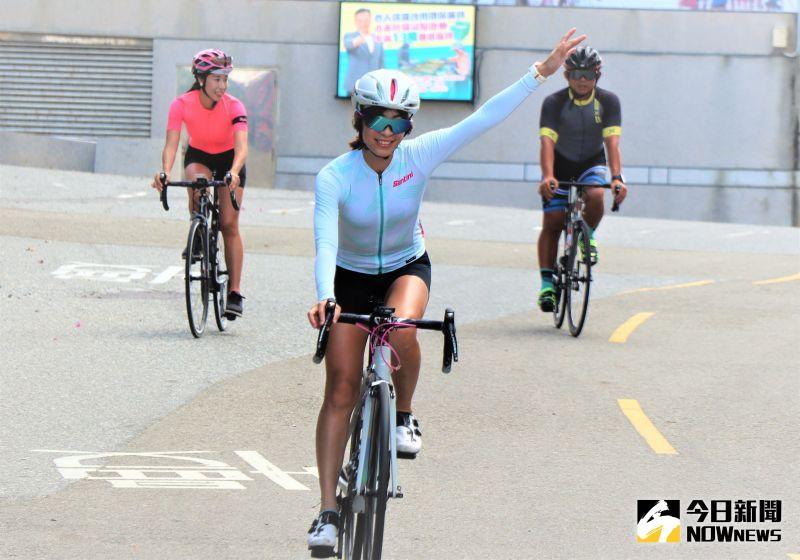 ▲澎湖的自行車騎旅型態跟她以往的旅遊體驗完全不同,不僅能看到澎湖特殊的玄武岩地質、吃到在地特色料理。(圖/記者張塵攝,2020.07.29)