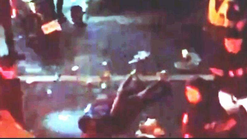 ▲警方認為吳姓男子顯為傷害現行犯,隨即壓制、逮捕。(圖/記者黃正忠翻攝)