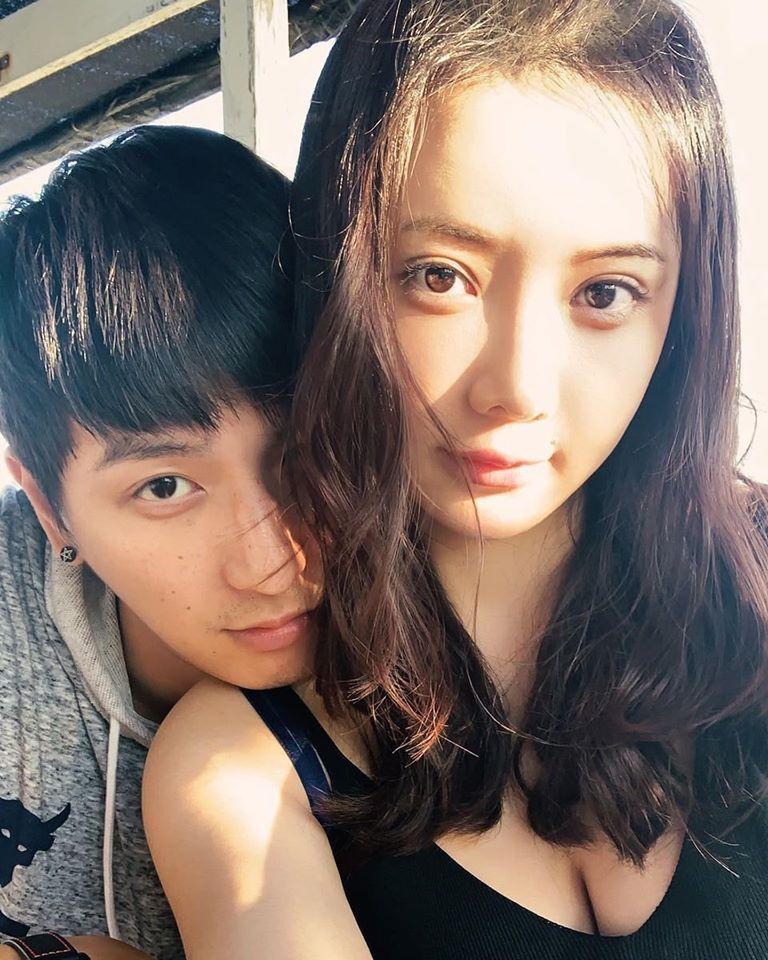 ▲小煜宣布婚訊,正妹老婆正面曝光。(圖/小煜臉書)