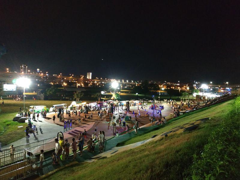新北大都會公園「熊猴森樂園」特色遊具!開放至晚上11點