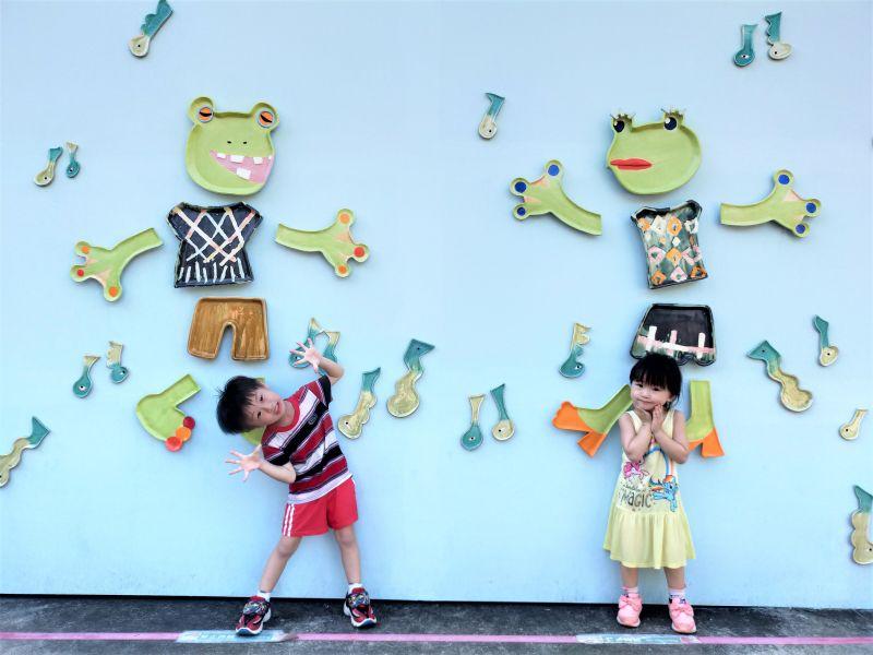 ▲以臺北樹蛙為發想的《冬季戀歌》,林盼妮將蝌蚪幻化為音符,充滿童趣可愛。(圖/新北市鶯歌陶瓷博物館提供)
