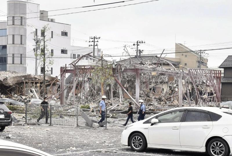 ▲位於福島縣郡山市的 1 間火鍋店,30 日上午驚傳氣爆意外,整棟建築都被炸毀。(圖/美聯社/達志影像)