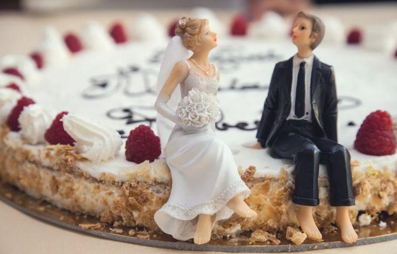 ▲女網友發文說,準備要結婚卻遭背叛,甚至連喜餅都訂好了,如今卻要退婚。(圖/翻攝自 pixabay)
