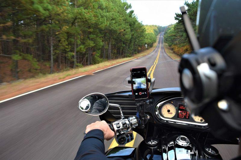 ▲一名女網網在PTT表示,她覺得檔車除了速度快,沒別的好處了,變好奇發問「為何男生愛騎檔車?」引來網友列出「2優點」。(示意圖,與本文無關/取自pixabay)