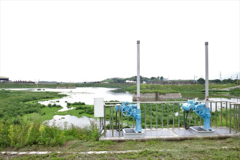 ▲平和滯洪池佔地9.6公頃,蓄水量51萬公噸,相當於425座標準游泳池水量。(圖/記者蘇榮泉攝,2020.07.30)