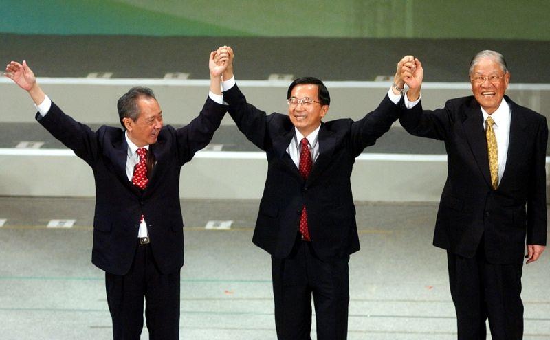 ▲2004年陳水扁總統尋求連任,李登輝站台。(圖/達志影像/美聯社)