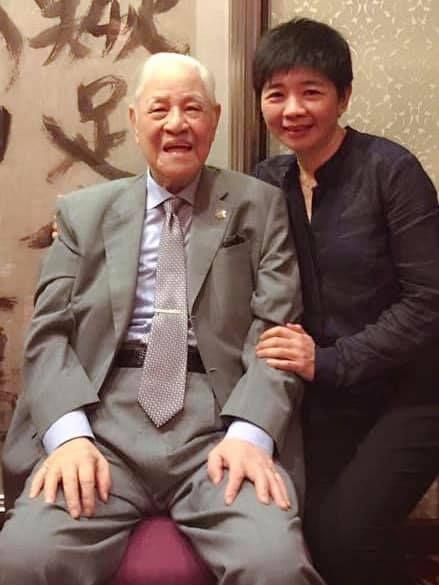 ▲台聯前立委林世嘉(右)和已故前總統李登輝的合照。(圖/翻攝林世嘉臉書)