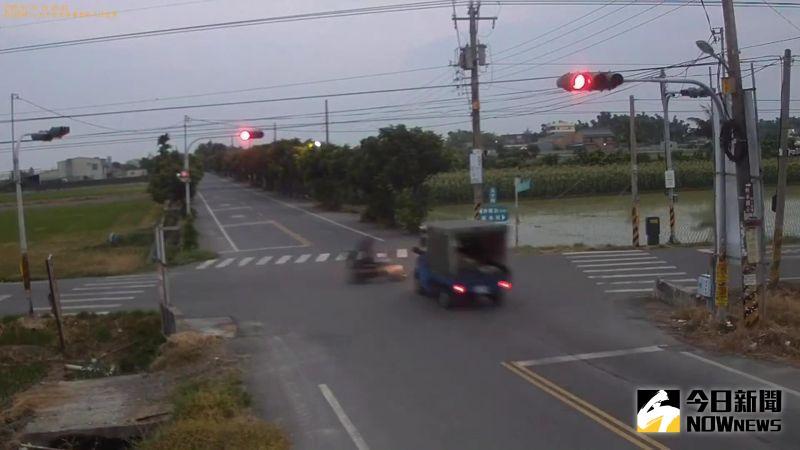 ▲由於該路口僅有閃紅黃燈,雙方是否未禮造成車禍發生,還有警方調查釐清。(圖/記者陳雅芳翻攝,2020.07.31)