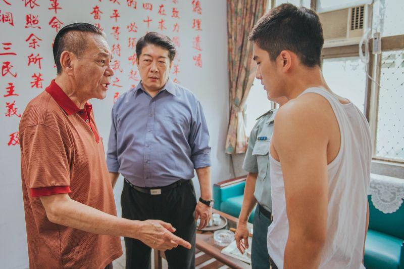 ▲龍劭華(左)追打曾敬驊來真的。(圖/《刻在你心底的名字》臉書)