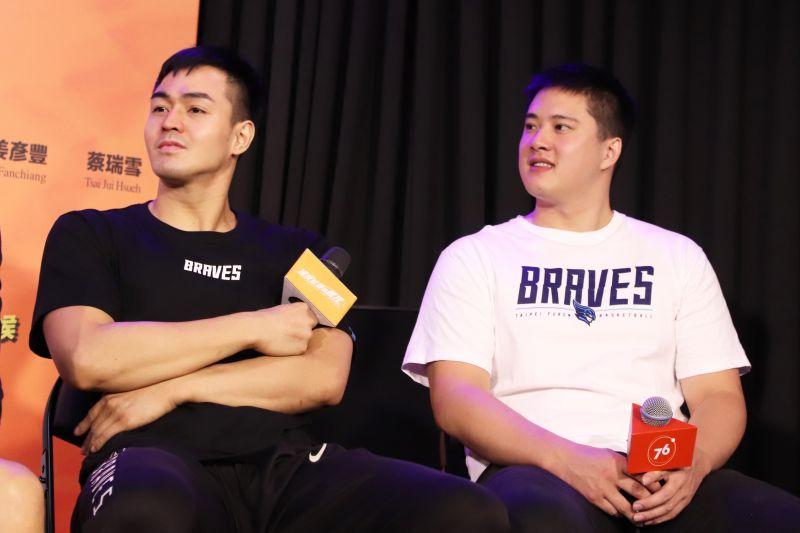 ▲富邦勇士籃球隊員林冠均(右)、張伯維(左)特別出席座談會。(圖