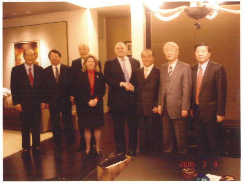▲李總統2006年3月9日在翠山莊宴請來訪的阿米塔吉先生。(圖/張榮豐提供)