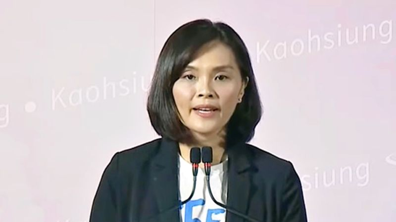 高雄市長候選人李眉蓁1日在候選人政見發表會上表示,如果她當選高雄市長,將在高雄推出蘭姆酒產業的「酒莊經濟」。(圖/NOWnews)