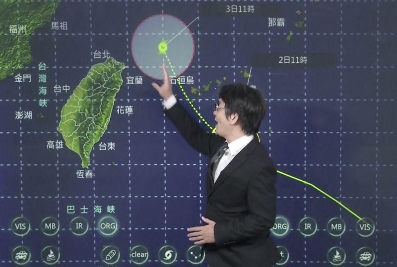 ▲中央氣象局表示,若太平洋高壓增強,颱風路徑西移,不排除可能發布陸上颱風警報。(圖/翻攝自中央氣象局直播)