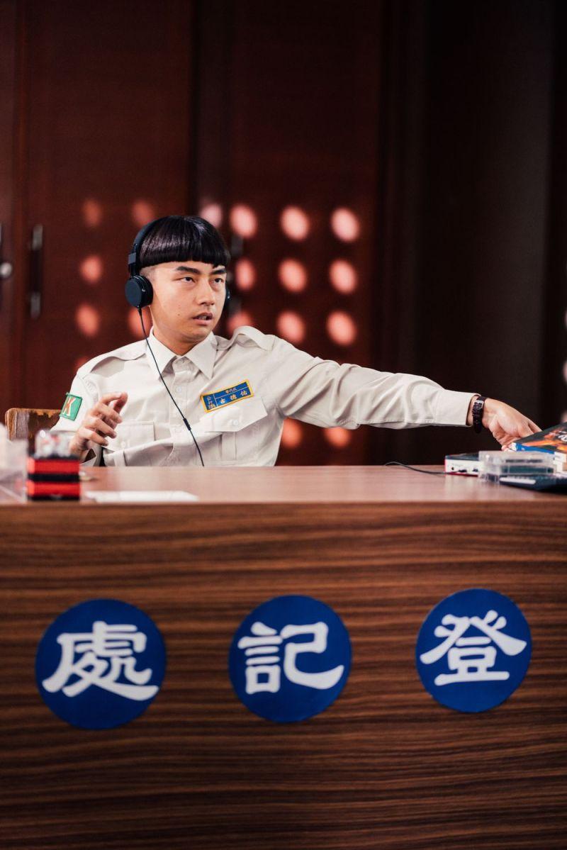 ▲大鶴在《逃出立法院》演活替代役男。(圖/華映娛樂)
