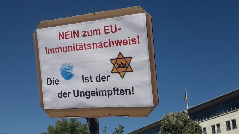 ▲抗議民眾將口罩比喻成納粹時期逼迫猶太人配戴的「猶太之星」。(圖/翻攝自推特@BenjAlvarez1)