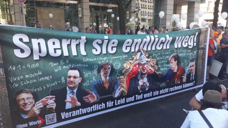 ▲德國抗議民眾要求逮捕比爾・蓋茲和政府官員。(圖/翻攝自推特@BenjAlvarez1)