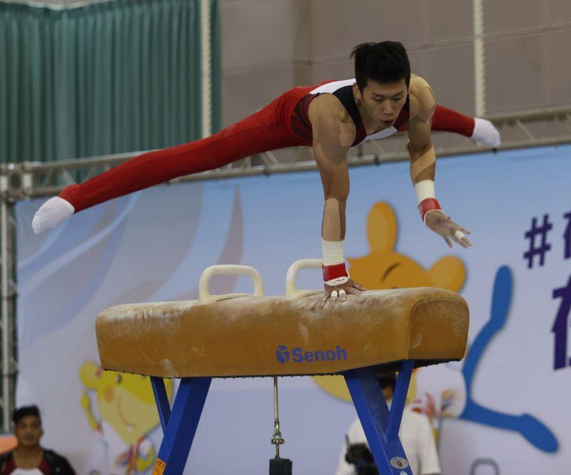 ▲模擬東京奧運對抗賽,男子體操項目,「鞍馬王子」李智凱在拿手項目鞍馬發生兩次嚴重落馬失誤。(圖/國訓中心提供)