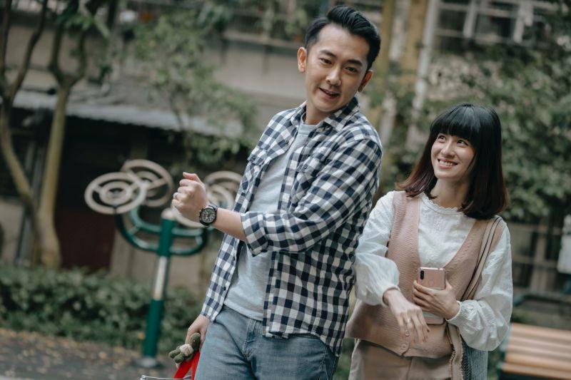 ▲連俞涵(右)用寵物溝通師身分,提醒老公結婚紀念日。(圖 / LINE TV提供)
