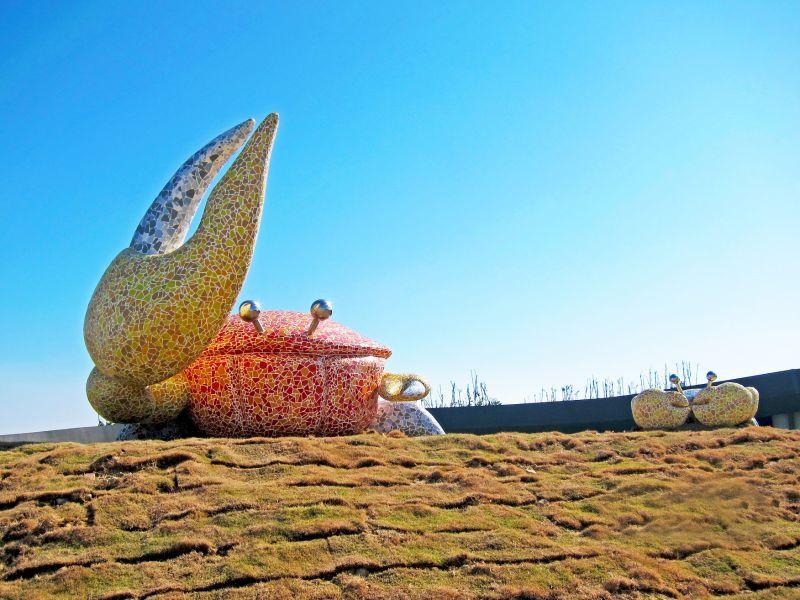 ▲這件「美麗蟹后」作品,呈現濱海地區獨特的公共藝術風情。(圖/台中文化局提供)