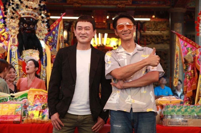 ▲王識賢(左)頂著栗子頭造型現身,右為李李仁。(圖/記者李春台攝)