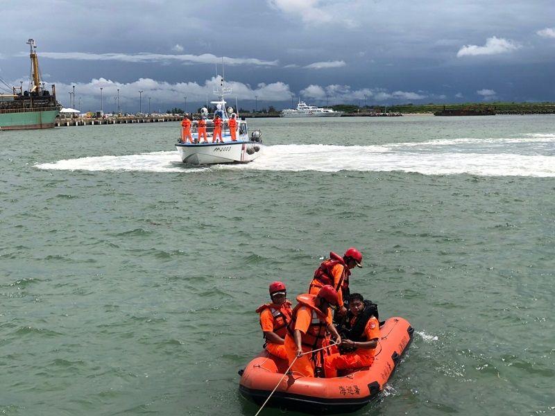 ▲海巡署進行陸海空三度空間聯合搜救行動。(圖/海巡署提供)