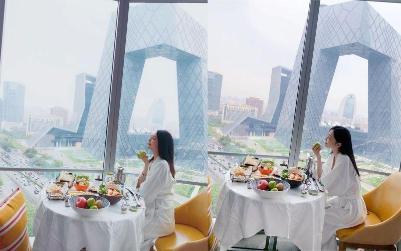▲Luna(右)和網美一西(左)餐廳背景照相似。(圖/翻攝IG/