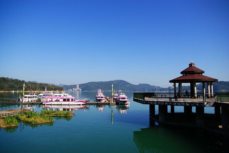▲有網友在PTT女孩版疑惑表示,台灣有哪個景點會讓人想一去再去?貼文立刻引發熱議,豈料第一名景點卻讓眾人感到相當意外。圖為日月潭。(示意圖/翻攝自Pixabay)