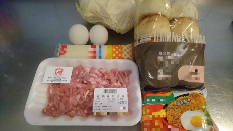 ▲有網友用「印尼泡麵」及餐包,做出「超銷魂早餐」,讓人看後不禁垂涎。(圖/翻攝自臉書社團「我愛全聯-好物老實説)