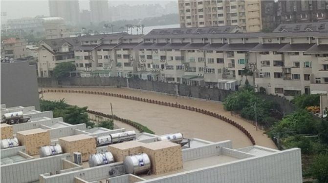 ▲107年0828曹公新圳溢堤照片(圖/水利局提供)