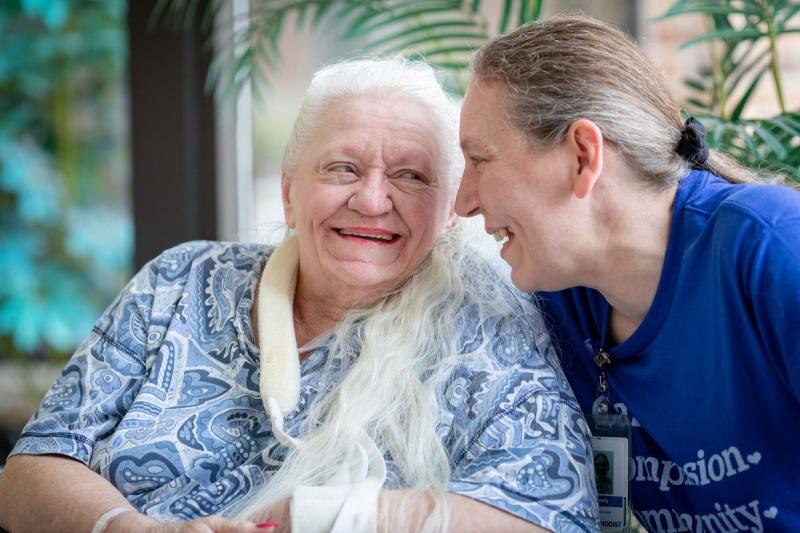 ▲美國一對分開超過半世紀的姊妹,近日因為新冠肺炎疫情,竟意外有機會重逢,讓她們在狂喜之餘都感到不可思議。(圖/翻攝自 NY Post )