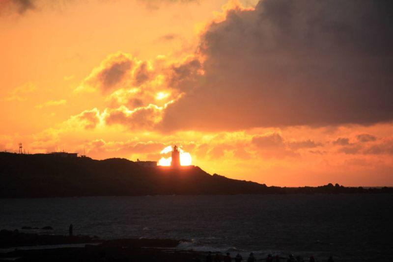 富貴角「燈塔懸日」超夯 航港局即日起將提早點亮