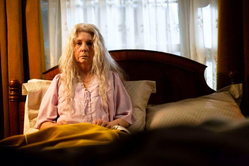 模仿 《七夜怪談》 78歲國寶女星「跪地學貞子」爬行