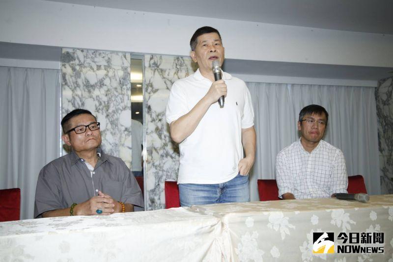 ▲澎恰恰開記者會宣布破產,欠2.4億。(圖/記者朱永強攝)