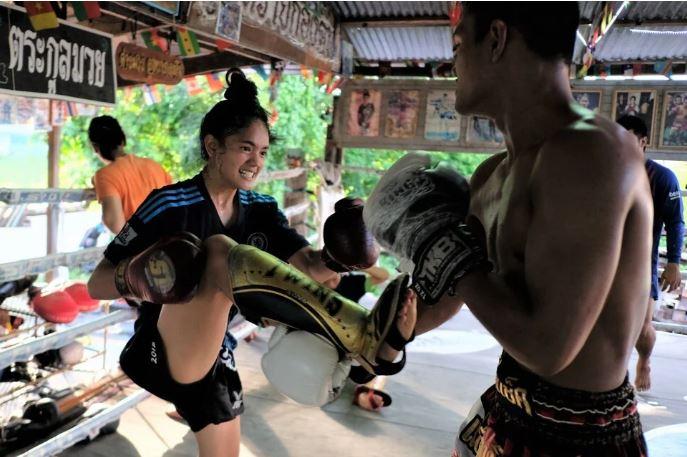 泰國最強老爸訓練9個女兒 因這原因送女上泰拳擂台