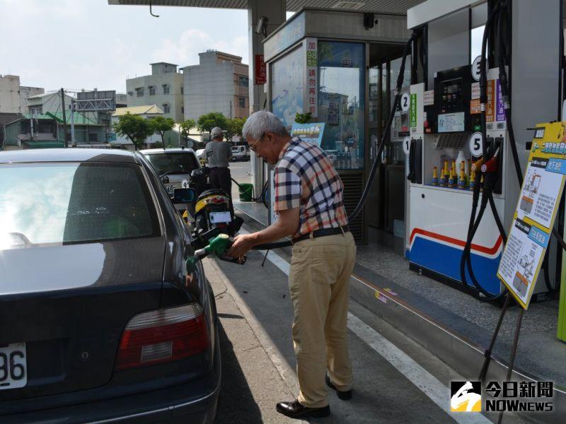 ▲省荷包的自助加油方式已日漸風行。(圖/記者郭政隆攝影2020.8.7)