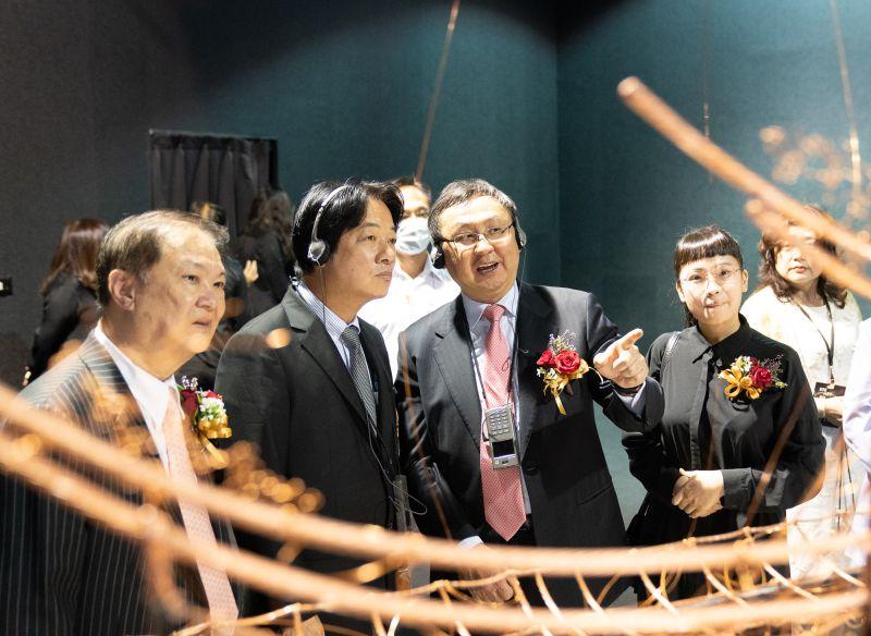 ▲副總統賴清德(左二)參觀大亞集團「STEADY