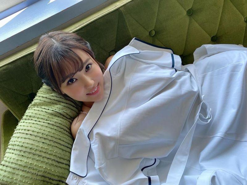 ▲西原愛夏披著護士服,預告新DVD發行。(圖/西原愛夏IG)