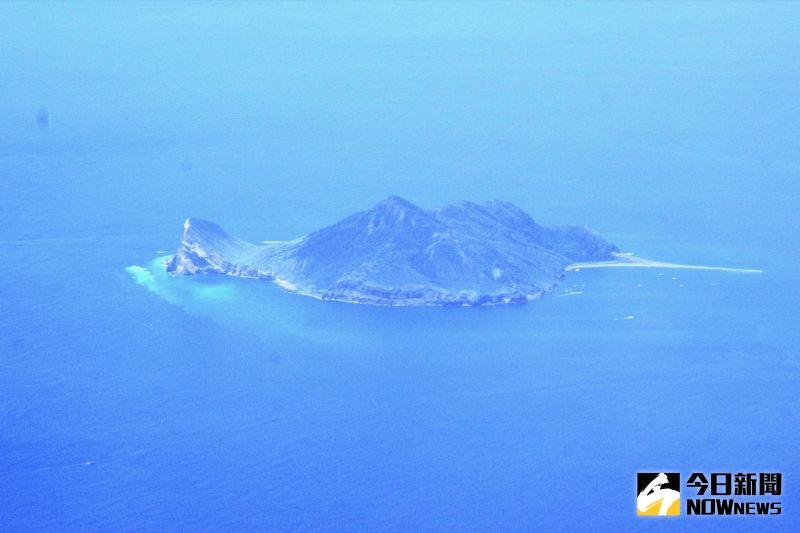 ▲班機於上午10點30分起飛後,馬上就看到龜山島在眼前。(圖/記者陳致宇攝)