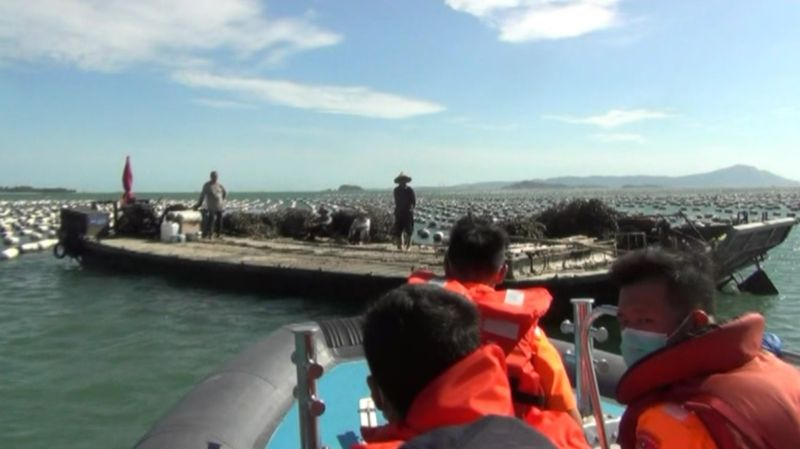 大陸漁船滿載2萬個蚵苗闖入小金門海域海蚵養殖場,遭金門海巡隊攔截