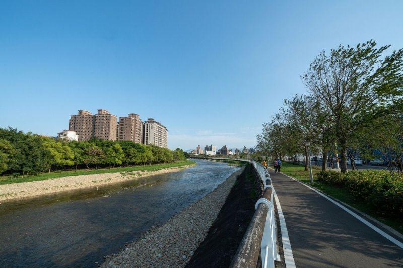 ▲小檜溪重劃區擁有高綠覆率與水岸景觀形成優質的居住環境。