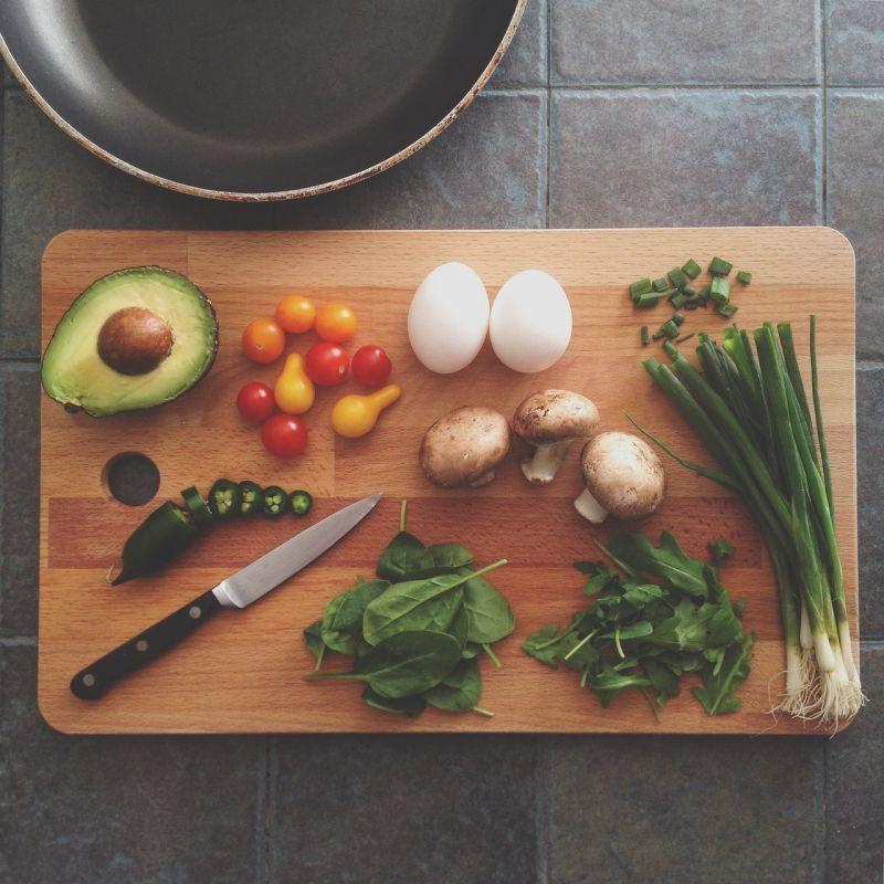 ▲有網友煮菜給家人吃,剛上菜就看到小叔在打包,她出聲卻被婆婆刁難。(示意圖/翻攝自Pixabay)
