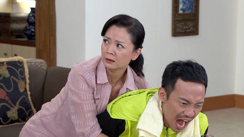 ▲高欣欣飾演潘家的管家,對潘威廉疼愛有加。(圖