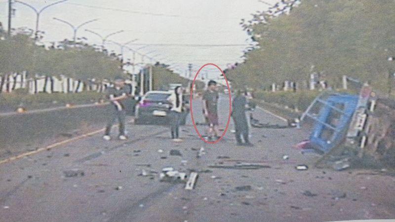 發生於7月27日凌晨5點多的車禍事故,肇事的駕駛疑因酒駕,竟然找兒子頂替。