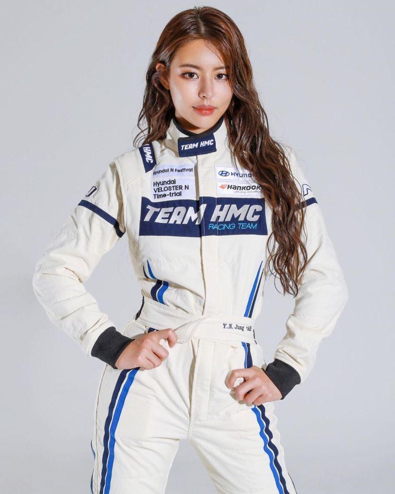 ▲韓國賽車手鄭宥娜身材火辣、面目姣好,被譽為「賽車女神」。(圖/翻攝自Jung