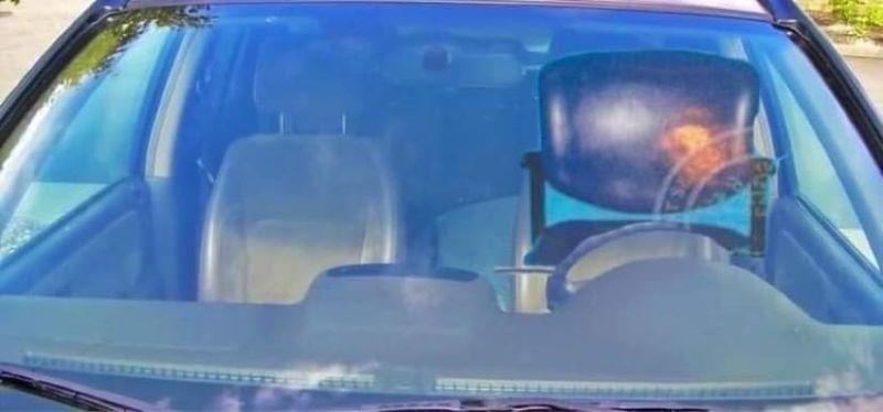 ▲潔德提到,因為這場烏龍,許多人都對她開椅子相關的玩笑,甚至還收到椅子在開車的照片(圖/翻攝自