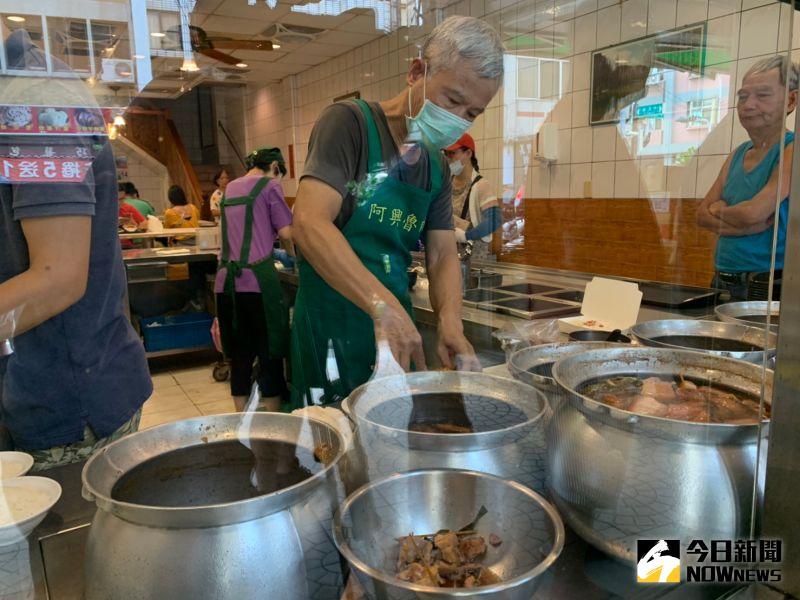 ▲陪伴民眾70年的老字號爌肉飯名店「阿興魯肉飯」傳出將在本月28日收攤。(圖/記者陳雅芳攝,2020.08.15)