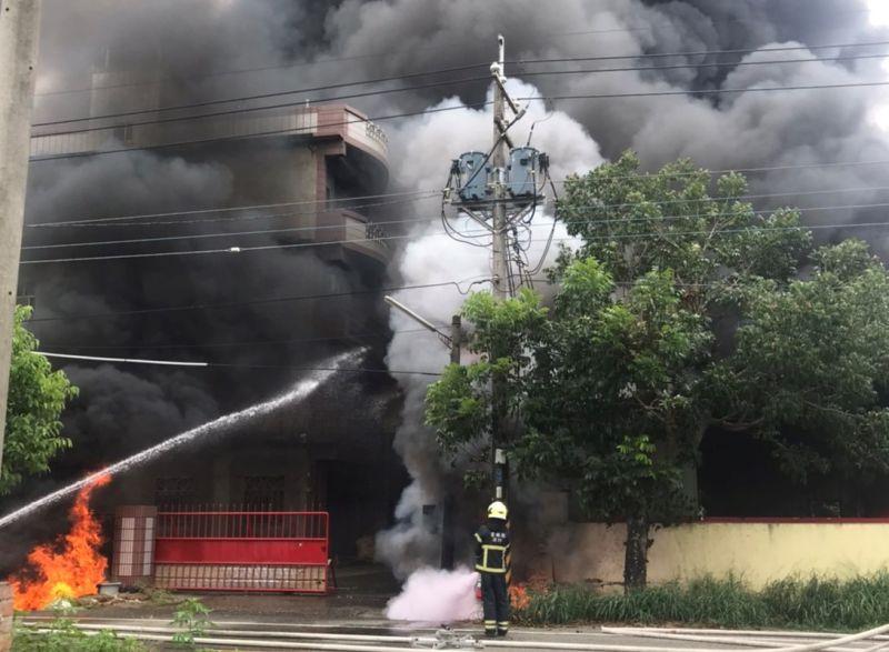 影/雲林土庫鐵皮屋工廠火警 1員工二度燒燙傷送醫
